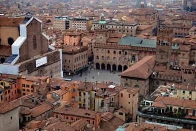 widok na Piazza Maggiore