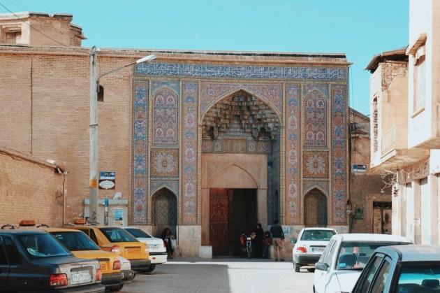 Różowy meczet w Sziraz, wejście