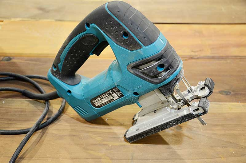 makita jigsaw used for cutting outlet holes and around countertop