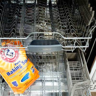 HOW TO CLEAN YOUR DISHWASHER IN THREE STEPS