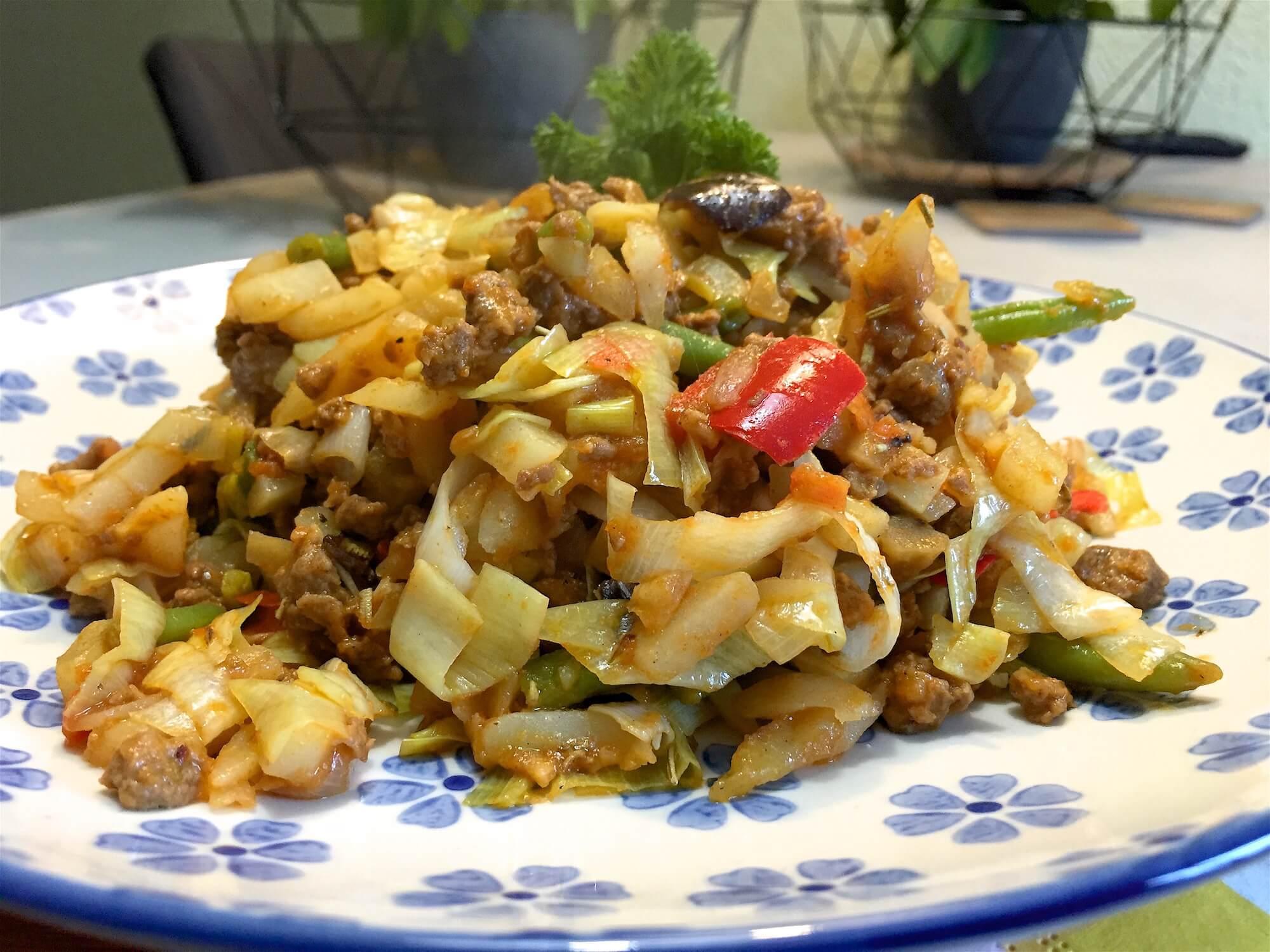Aardappelschotel met groenten en paprika