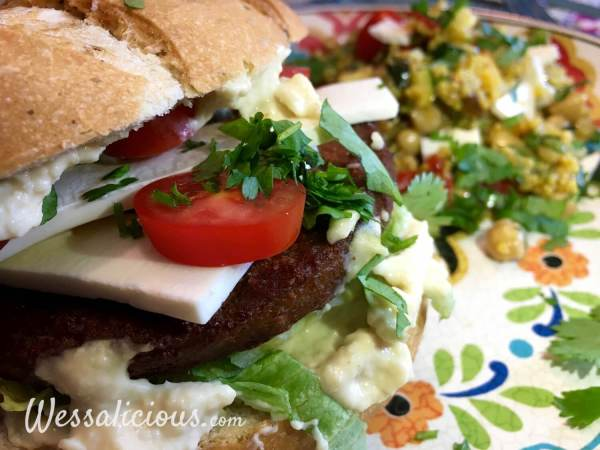 Lekkere Marokkaanse hamburger met kruidige couscous
