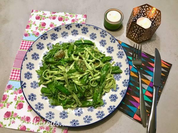 Vegetarische Pasta met rucola-pesto en sugar snaps