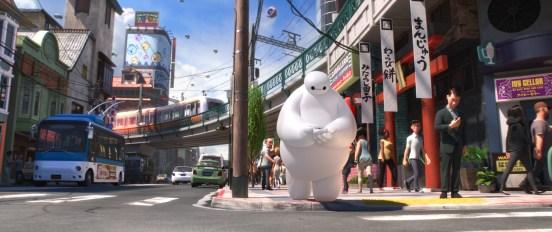 """Die Detailvielfalt in """"Baymax - Riesiges Robowabohu"""" findet nicht nur in der Figur Baymax ihre Höhepunkte, sondern allen voran im Design der fiktiven Stadt San Fransokyo"""