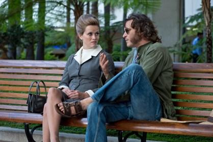 Reese Witherspoon spielt Penny - eine Ex-Freundin von Doc, bei der sich der Detektiv mehrmals Hilfe holt.