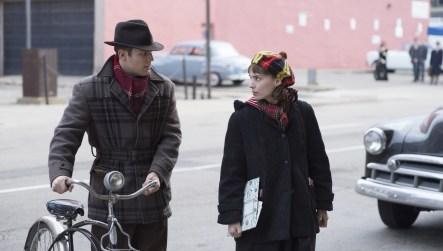 Richard (Jake Lacy) würde mit Therese (Rooney Mara) gern in eine gemeinsame Zukunft starten. Doch sie ziert sich.