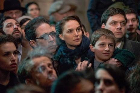 Gemeinsam mit ihrer Familie hofft Fania auf die Unabhängigkeitserklärung Israels.