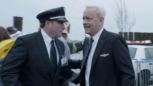 Captain Sullenberger erkundigt sich nach der Katastrophe persönlich, ob es Crew und Passagieren gut geht.