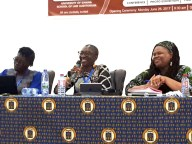 """On this picture: Oyeronke Oyewumi (Stony Brock University, USA) ist talking about """"Decolonizing Knowledge: Transcending euro centrism in every day cultural practices and social institutions"""" in the Session: African Knowledge Systems for Reconstruction l Foto: Nina Paarmann"""