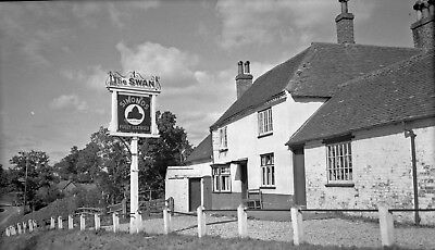 B-W-Negative-Inkpen-Berkshire-The-Swan-Inn-1947