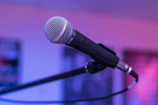 shallow focus photography of black microphone