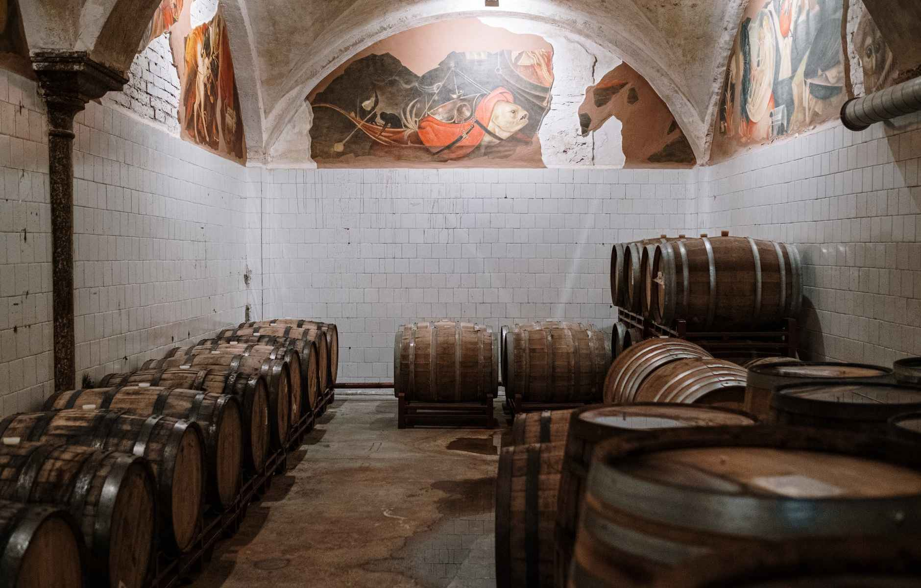 wood alcohol drink beer