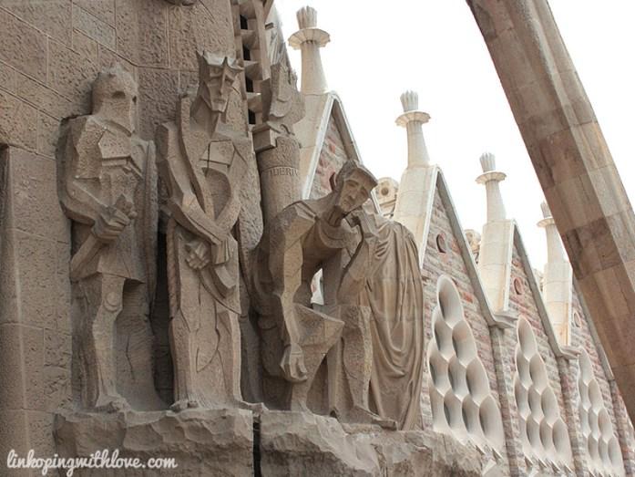 sagrada familia entrance detail 2
