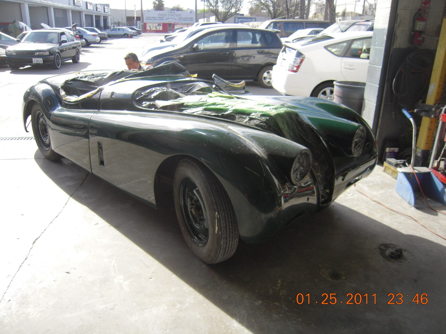 west-coast-body-and-paint-green-jaguar-xk120-16