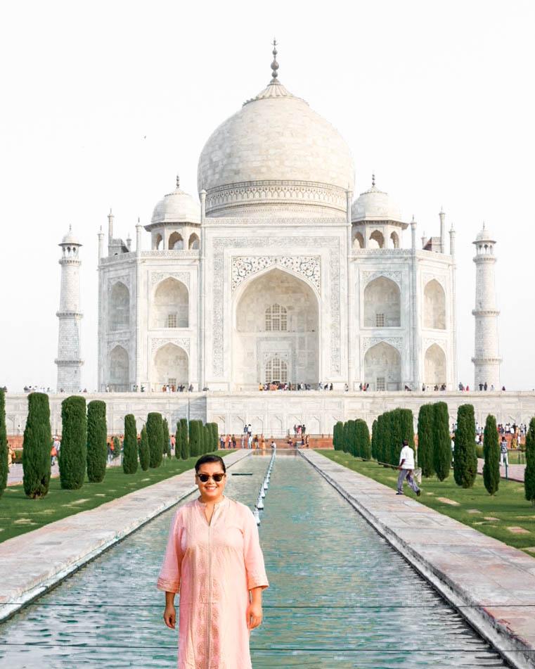 Amy in front of Taj Mahal