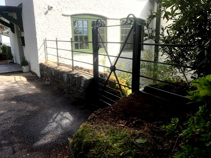 Estate style wall top railing by West Country Blacksmiths