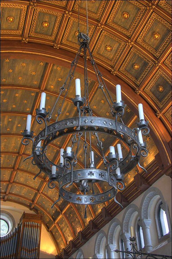chandeliers & lighting