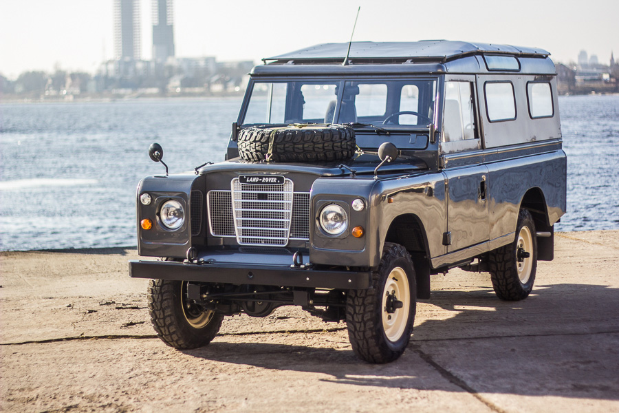 spotted fully restored 1984 land rover series iii 109. Black Bedroom Furniture Sets. Home Design Ideas