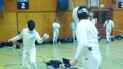 Fencing left-handed, good or bad?