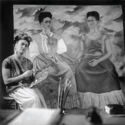 Nickolas Muray, Frida paining The Two Fridas, Coyocan, 1939