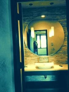 Beautiful custom protruding mirror