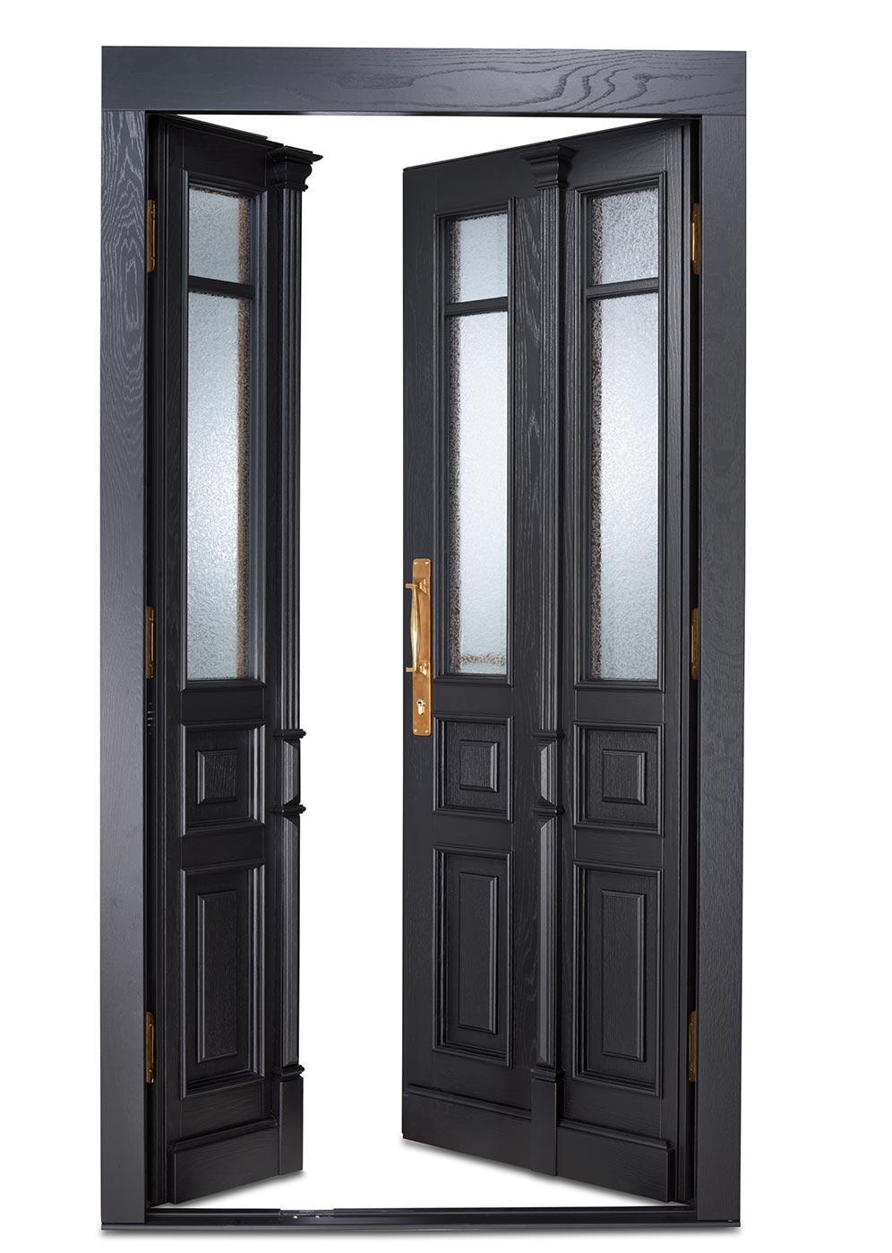 Historische Tür in schwarz, mit Schnitzerei. Westerwald Haustüren
