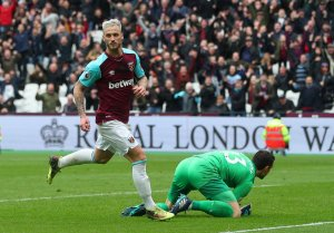 West Ham 3-0 Southampton | Abysmal Saints crash to defeat at the London Stadium
