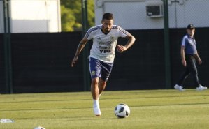 Lanzini out of World Cup after suffering knee injury in training