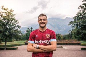 Hammers sign Andriy Yarmolenko
