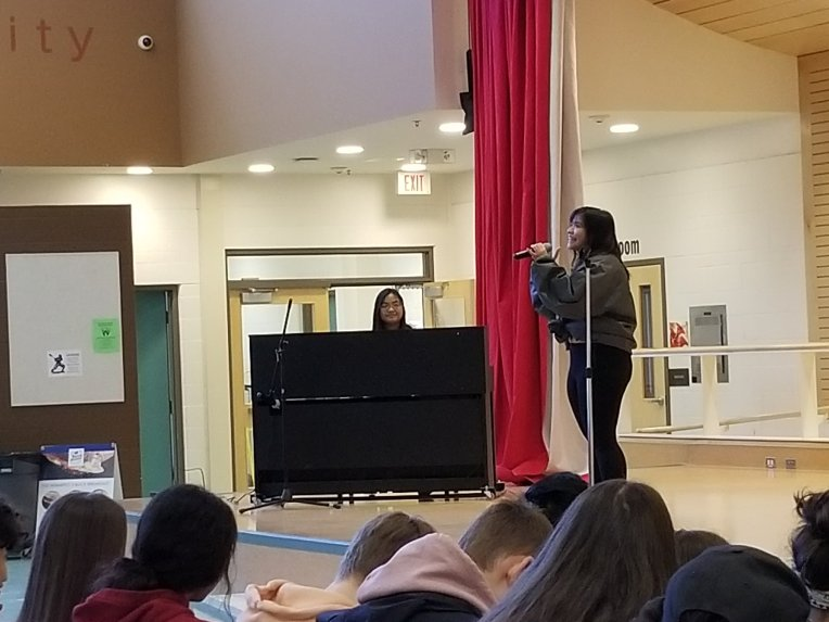 """Amily Cabrera performs """"Rise Up"""" by Andra Day"""