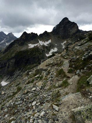 Narrow trail along Gimli