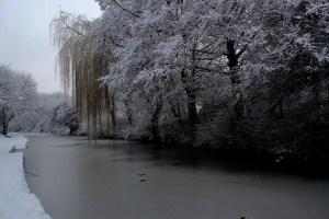 leeds liverpool canal snow