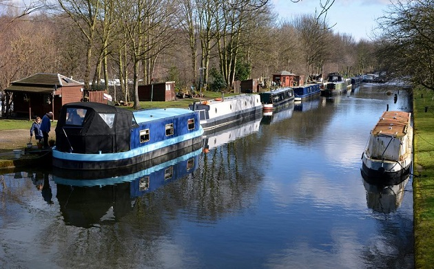 Mark's History: Sunken coal barges and the Leeds Liverpool Canal 'motorway'