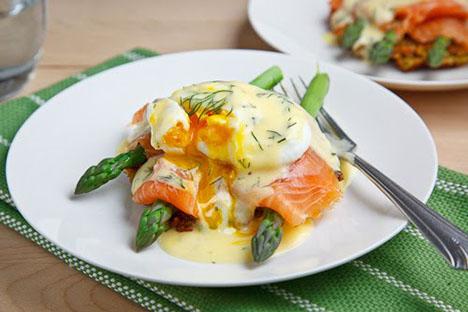 Asparagus Quinoa Cake and Smoked Salmon Eggs Benedict 500 1002
