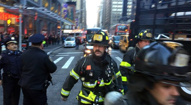 Suspect in custody after bomb prematurely explodes in New York City