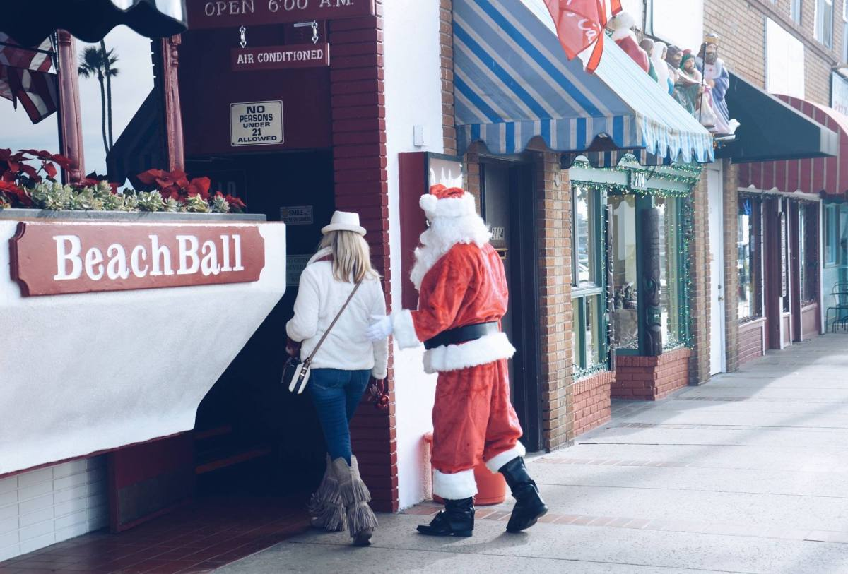 What to Know about the 2018 Newport Beach Santa Pub Crawl
