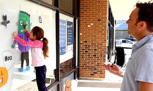 Calling All Merchants: Chamber of Commerce Needs More Hallo'windows