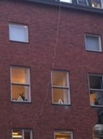 Antennkabel på väggen till Tolkcentralen i Örebro