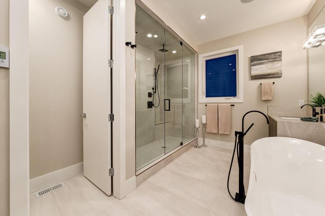 516 35a st 39 Master Bathroom
