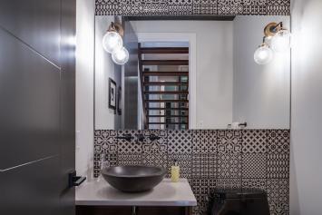 Silverhorn-34 Bathroom