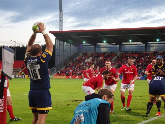 Darren O'Shea prepares to challenge lineout