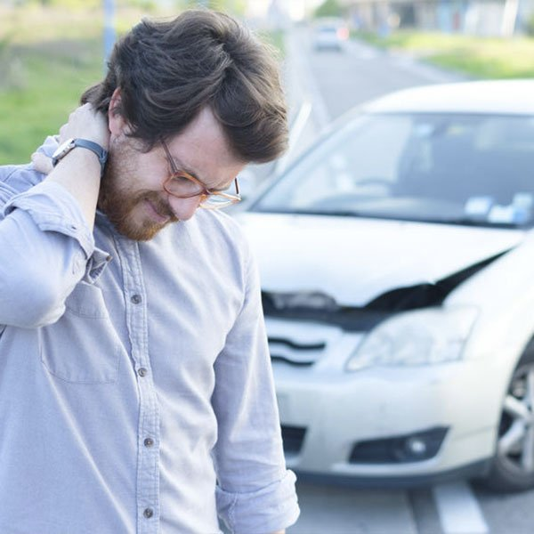 El-Paso-West-Texas-Chiropractor-Man-with-neck-pain-from-car-accident