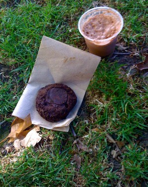 Jorge departed and I had a solo chocolate snack in the shade, to the tunes of Midnight Vesta. Nice!