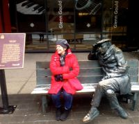 Veronika meets Glenn Gould! (If you haven't seen it, this life-sized sculpture by Canadian artist, Ruth Abernethy, is on Front Street, in front of the CBC building. The bench is part of the installation. Take a seat with Glenn. Delightful.)