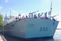 Part of the waterfront Canada Day fun included a visit from the HMCS Toronto, a 440-foot Canadian Patrol Frigate. (We didn't hop on and sail away, despite a certain appeal!)