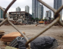 The enormous Globe & Mail demolition between Wellington & Front. This site, soon to house 7 new towers!!