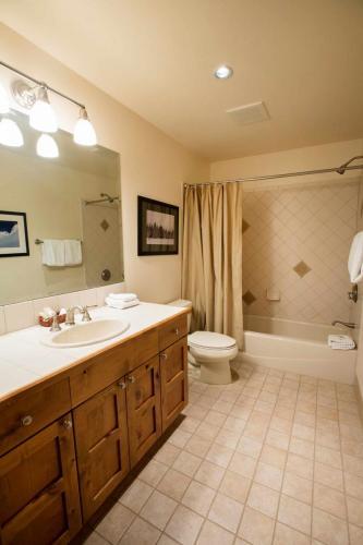 A104-second-bathroom