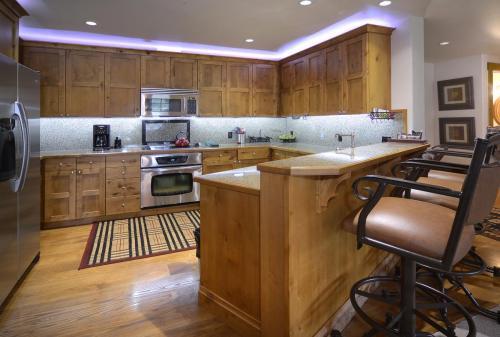 A-208 Westwall 05 kitchen