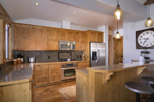 A-406 Westwall 13 kitchen
