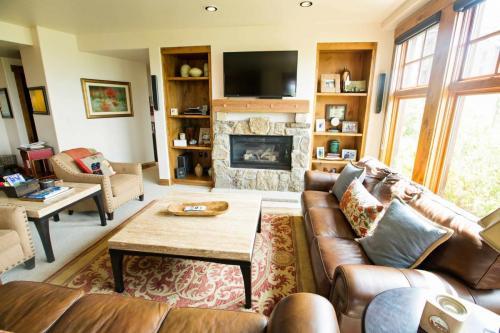 C102-living-room